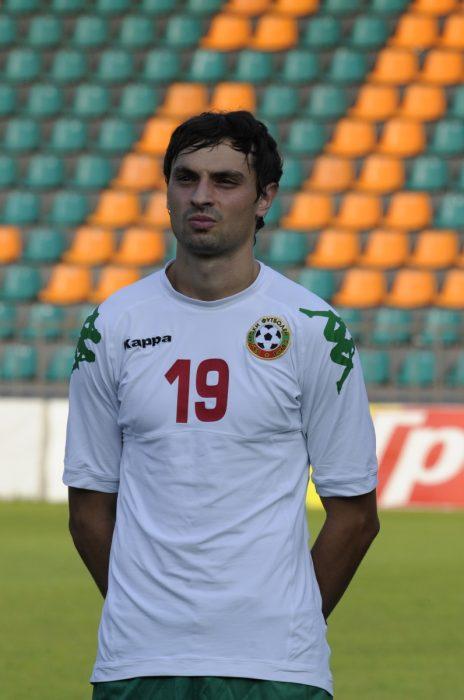 Футболистът на Берое с екипа на националния отбор в срещата с Азербайджан на България U21