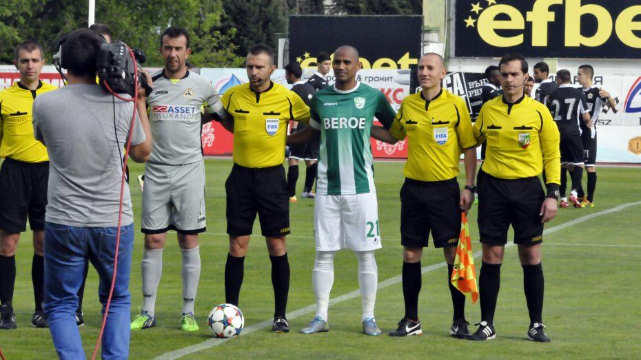 beroe-slavia_30042016_referees